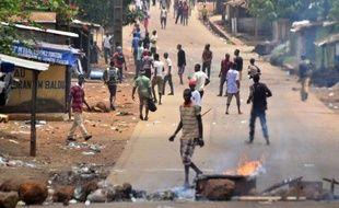 Au moins six personnes ont été tuées samedi à Conakry, a indiqué à l'AFP une source hospitalière au troisième jour consécutif de violences dans la capitale guinéenne où des affrontements ont opposé des habitants de quartiers de banlieue et des forces de l'ordre.