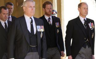 Les princes Andrew, Harry et Edward lors des funérailles du prince Philip