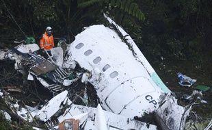 La carcasse en morceaux de l'avion qui transportait l'équipe de Chapecoense, le 29 novembre 2016.