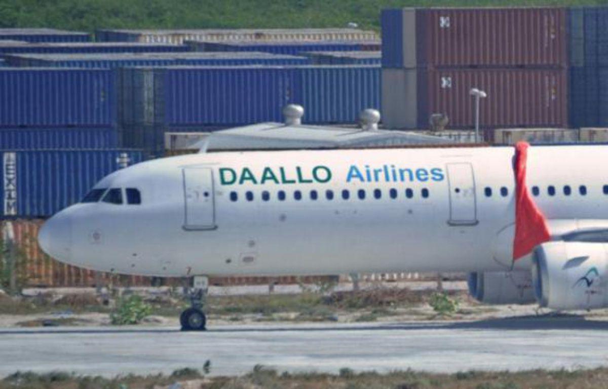 L'appareil de la compagnie Daallo Airlines à Mogadiscio après son atterrissage d'urgence, le 3 février 2016 – MOHAMED ABDIWAHAB AFP