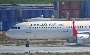 L'appareil de la compagnie Daallo Airlines à Mogadiscio après son atterrissage d'urgence, le 3 février 2016