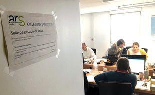Dans les locaux de l'ARS Bretagne, les réunions de crise s'enchaînent pour coordonner les actions pour lutter contre l'épidémie de coronavirus.