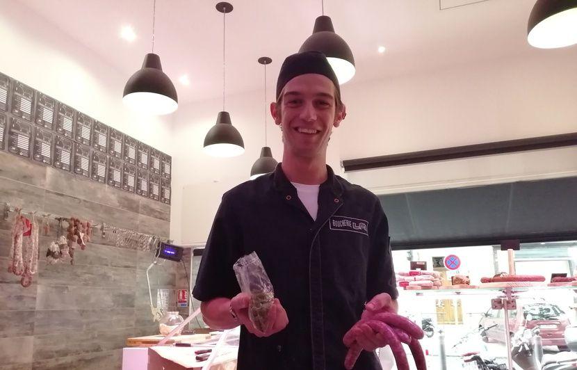 VIDEO. Marseille : « Les filles veulent sortir avec l'inventeur de la saucisse au cannabis », la recette du succès pour Luca et ses saucisses Ouidi