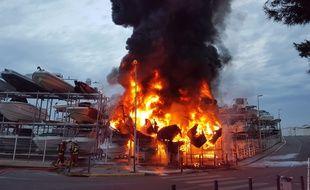 L'incendie a débuté vers 6 heures du matin, ce samedi 18 mai.