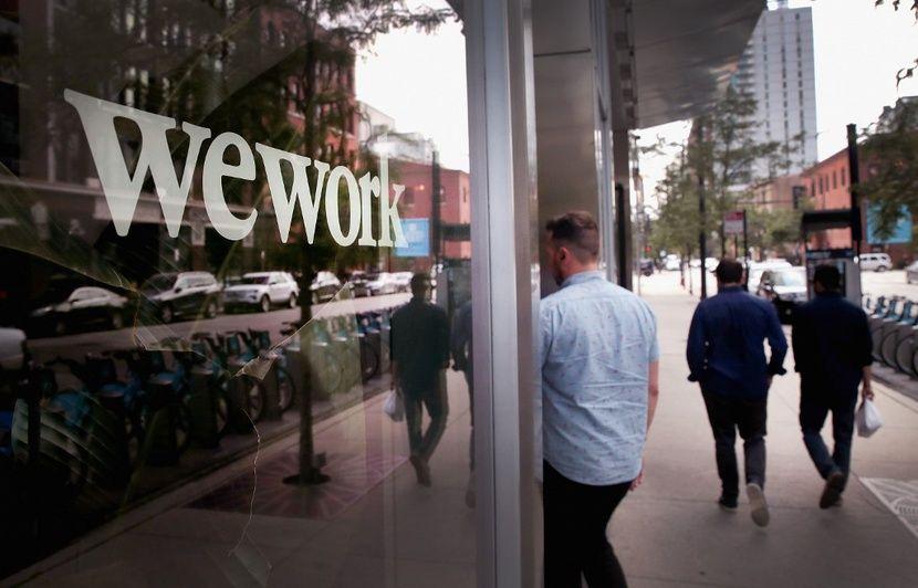 L'entreprise de location de bureaux WeWork va supprimer 2.400 emplois dans le monde