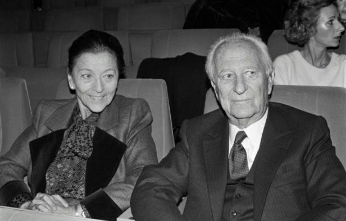 Edmonde Charles-Roux et Gaston Defferre le 8 novembre 1984 à Paris – JOEL ROBINE AFP