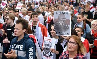 Les partisans de l'opposition se rassemblent pour protester contre les résultats contestés des élections présidentielles à Minsk le 23 août 2020.