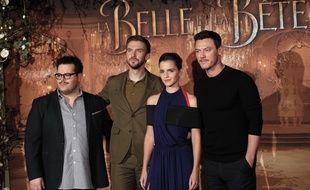 Josh Gad, Dan Stevens,Emma Watson et Luke Evans pose en promotion pour La Belle et la Bête à Paris le 20 février 2017.