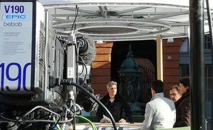 """A Toulouse, sur le tournage de l'émission """"Dimanche en France"""", présentée par Jean-Baptiste Boursier."""