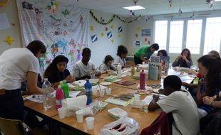 Des adolescents atteints de maladies chroniques ou de cancers peuvent partir une semaine en colonie découvrir l'art, la cuisine, l'équitation..