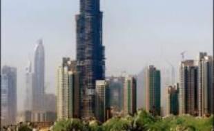 """Une tour construite dans l'émirat pétrolier de Dubai, dans le Golfe, est devenue le bâtiment le plus haut du monde à 512,10 m, dépassant le détenteur actuel du record à Taipei, a déclaré samedi le promoteur. Baptisée """"Burj Dubai"""" la tour a ravi son titre au """"Taipei 101"""", qui culmine à 508 m dans la capitale taiwanaise, a précisé dans un communiqué le promoteur Emaar Properties."""