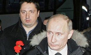 Photographié en 2010 avec Vladimir Poutine, le sulfureux patron des supporters russes, Alexandre Chpryguine, va être expulsé de France.