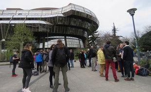 Les «fichés» et leurs soutiens se sont rassemblés en début d'après-midi devant la Cité Judiciaire à Rennes.