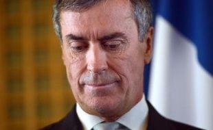 """L'ancien ministre français du Budget Jérôme Cahuzac, a """"menti"""" à une banque suisse, la banque Julius Baer, en fournissant un """"certificat fiscal falsifié"""", écrit samedi le quotidien zurichois Tages Anzeiger, citant ses propres sources."""
