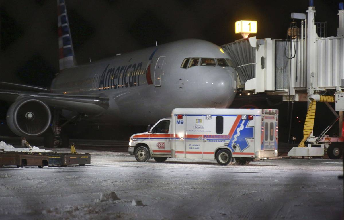 Sept personnes ont été transportées à l'hôpital après leur atterrissage à l'aéroport de Saint-Jean de Terre Neuve, le 24 janvier 2016. L'avion a été pris dans de fortes turbulences. – Paul Daly/AP/SIPA