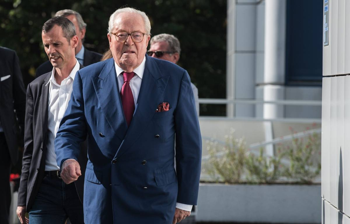Jean-Marie Le Pen au siège du Front national, à Nanterre, le 20 août 2015. – ZIHNIOGLU KAMIL/SIPA