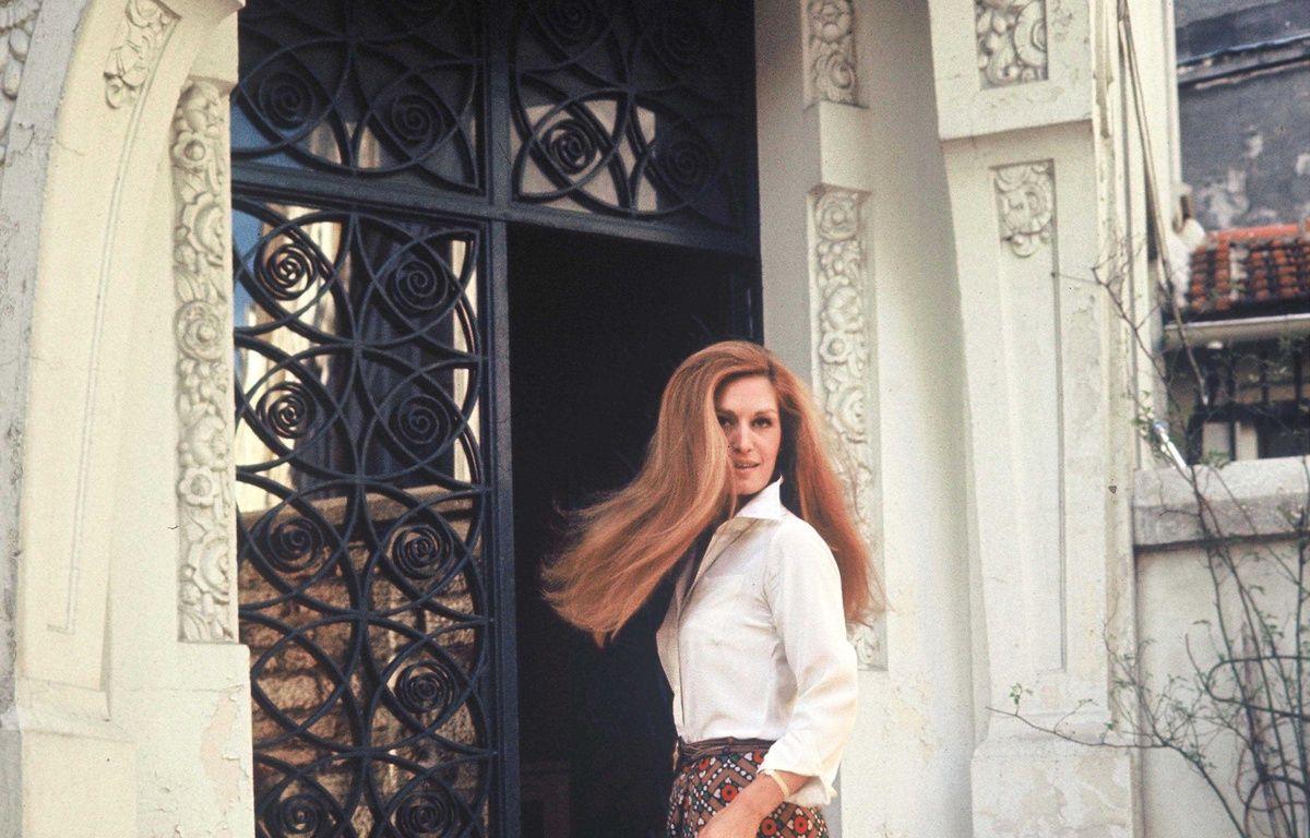 La chanteuse Dalida devant chez elle, 1976 – DEVILLE CHRISTIAN/SIPA
