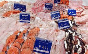 Le rayon poisson d'un supermarché, en région parisienne.