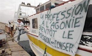 Du port des ferries de Dunkerque (Nord) au dépôt pétrolier de Fos-sur-Mer (Bouches-du-Rhône), les pêcheurs français ont mené mardi de nouvelles actions d'envergure contre le coût du gazole, encouragés par l'extension du mouvement en Europe.