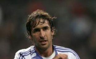 Le sélectionneur espagnol Luis Aragones est confronté à une pression croissante des médias et du public pour faire revenir en équipe nationale les deux stars du Real Madrid, Raul et Guti, qu'il semble vouloir écarter pour l'Euro-2008.