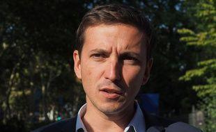 Pour l'ancien marcheur Aurélien Taché, le président Macron doit soutenir massivement la jeunesse pour la protéger de la crise économique.