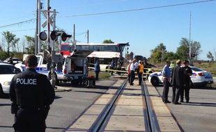 Six personnes ont été tuées et 34 blessées mercredi dans la collision entre un autobus à deux étages et un train à un passage à niveau au sud de la capitale canadienne Ottawa.
