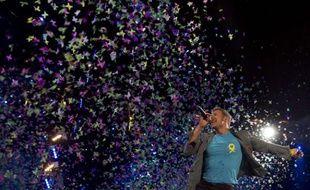 Chris Martin du groupe Coldplay sur scène à Madrid (Espagne) pour le premier concert de leur tournée européenne, le 26 octobre 2011.