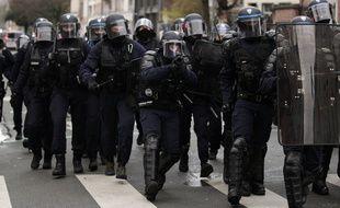 Illustration des forces de l'ordre lors d'une manifestation à Lille