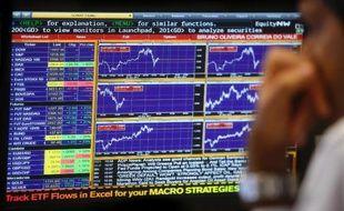 Le gouvernement portugais a fixé à 5,52 euros le prix par action pour l'introduction en Bourse de la poste (CTT), ce qui valorisel'ensemble du groupe 828 millions d'euros, ont annoncé mardi les autorités boursières.