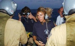'équipage du Ponant faisait toujours route dimanche vers Djibouti à bord de la Jeanne d'Arc aux petits soins pour ses hôtes attendus lundi soir à Paris, tandis que l'incertitude demeurait sur le sort judiciaire des pirates somaliens interceptés par les soldats français.