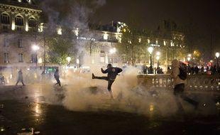 Heurts entre manifestants et policiers lors de la Nuit Debout à Paris, le 23 avril 2016.