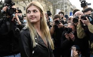 Thaïs d'Escufon, Anne-Thaïs du Tertre d'Escœuffant de son vrai nom, est étudiante toulousaine.