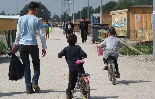 Des migrants mineurs au centre de Grande-Synthe, en mai 2016