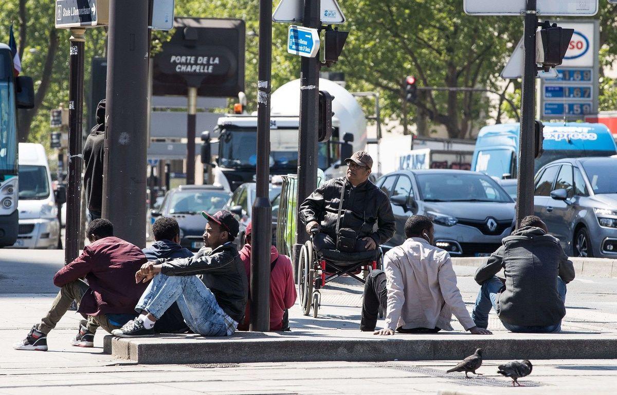 Des hommes dans le quartier La Chapelle – Goodman/LNP/Shutterstoc/SIPA