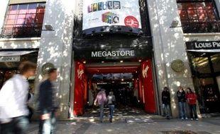 La direction de Virgin Store a présenté mercredi aux élus du comité d'entreprise (CE) un projet de résiliation du bail du magasin des Champs-Elysées, le Virgin Megastore, a-t-on appris auprès des syndicats SUD et FO, qui ont refusé de se prononcer sur cette question.