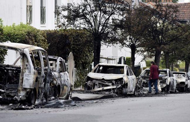 Carcasses de voitures brûlées quartier Bellevue.