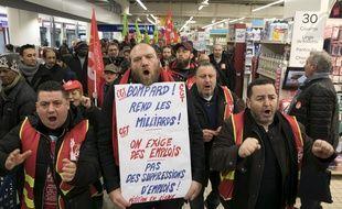 Manifestation des salariés de Carrefour dans un magasin à Paris le 5 février 2018.