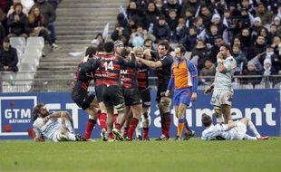 Le vice-champion de France Montpellier, vainqueur avec bonus du Stade Français lors de la 16e journée de Top 14, a fait son retour dans la lutte pour la phase finale du Top 14 toujours dominée par Toulouse et Clermont, vainqueurs à l'extérieur sans leurs internationaux.