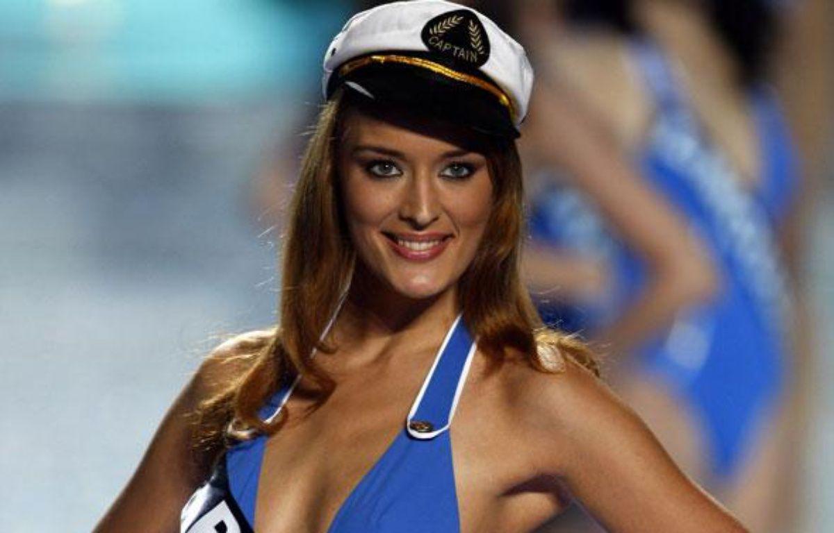 Kelly Bochenko, Miss Paris 2009, a participé au concours Miss France 2010 le 5 décembre 2009. – REUTERS/Eric Gaillard