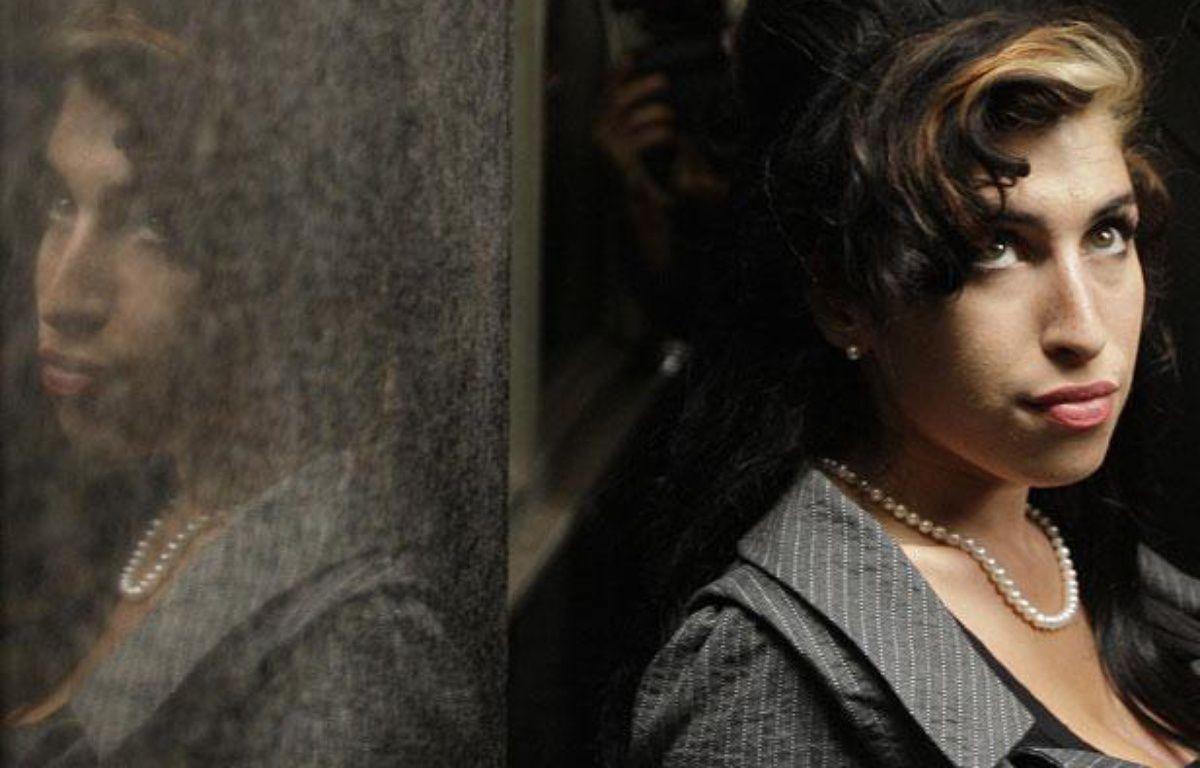 Amy Winehouse, lors d'une pause à son procès pour avoir frappé une jeune femme, le 23 juillet 2009 à Londres. – S. CURRY / AFP