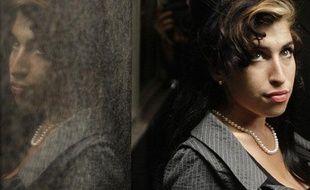 Amy Winehouse, lors d'une pause à son procès pour avoir frappé une jeune femme, le 23 juillet 2009 à Londres.