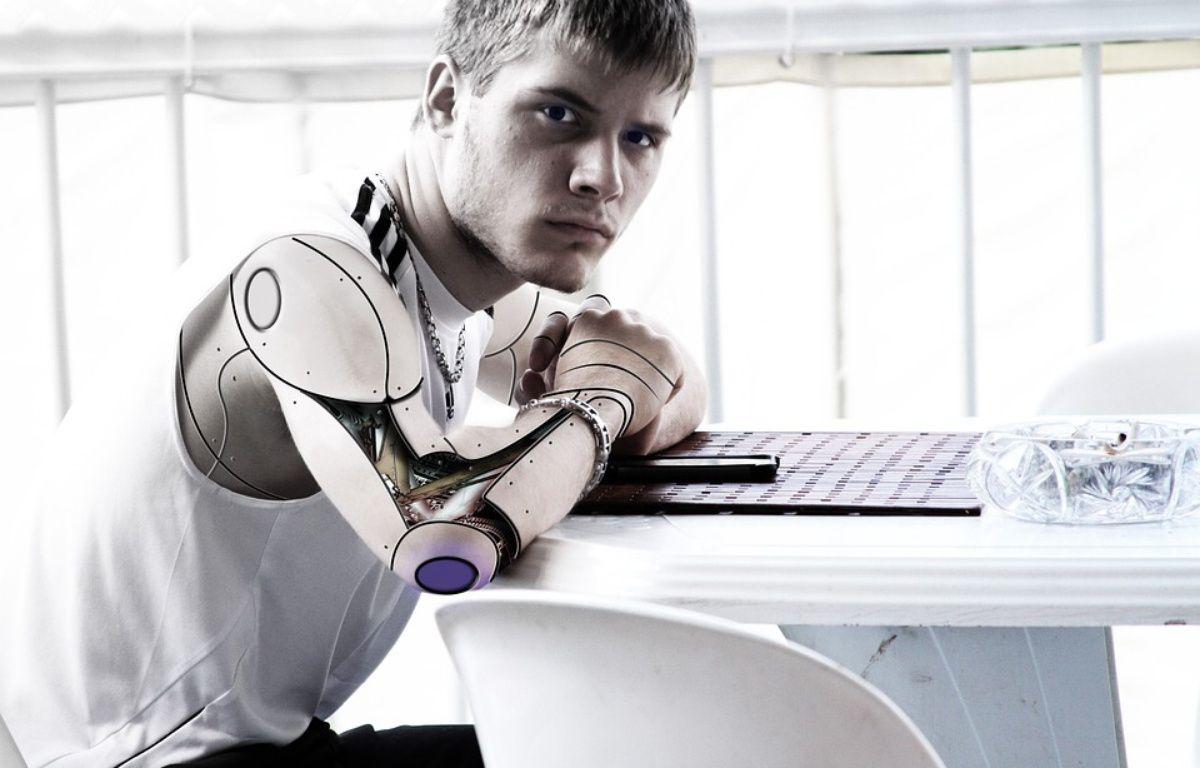 Bras bionique, ADN séquencé pour traiter en amont des maladies, opérations robotisées ou menées par les nanotechnologies, le transhumanisme veut utiliser toutes ces avancées pour repousser la mort... Mais jusqu'où ? Illustration – Pixabay