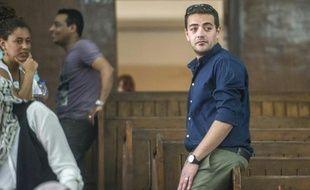 Le journaliste égyptien d'Al-Jazeera, Baher Mohamed (D) lors de son procès au Caire le 2 août 2015