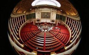 Les députés pourront dorénavant utiliser un ordinateur portable dans l'hémicycle du Palais-Bourbon, mais pas internet ni leur courrier électronique, a annoncé vendredi le président de l'Assemblée nationale Bernard Accoyer.