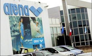 L'usine de maillots de bain Arena, située à Libourne (Gironde), va définitivement fermer ses portes jeudi à 12H30, pour délocaliser sa production, notamment en Chine, a-t-on appris auprès de la direction et de source syndicale.