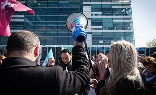 Generation.s, le mouvement de Benoit Hamon, avait manifesté devant les locaux de France Televisions en mars 2019.