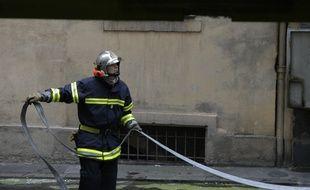 Elle met deux fois le feu à son immeuble pour pouvoir payer des jouets à ses enfants. (Illustration)