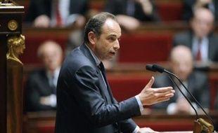 La majorité UMP à l'Assemblée nationale a étouffé jeudi la fronde d'une partie de ses membres en refusant de toucher au bouclier fiscal à l'occasion de l'examen du collectif budgétaire, en pleine journée de grève et de manifestations face à la crise.