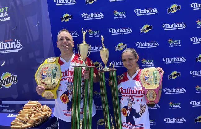 Joey Chestnut et Michelle Lesco ont remporté le concours des plus gros mangeurs de hot-dogs en 10 minutes, à New York le 4 juillet 2021.