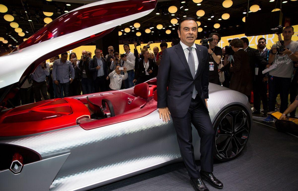 Carlos Ghosn, PDG de Renault-Nissan, devant le concept-car Renault Trezor au Mondial de l'Automobile, à Paris, le 29 septembre 2016. – SIPA
